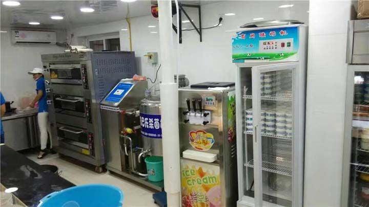 customers-shop-for-making-plain-yogurt-1